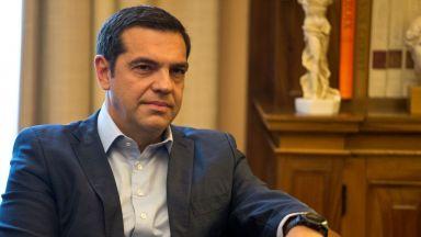 """Ципрас слага вратовръзка за """"освобождението"""" на Гърция"""
