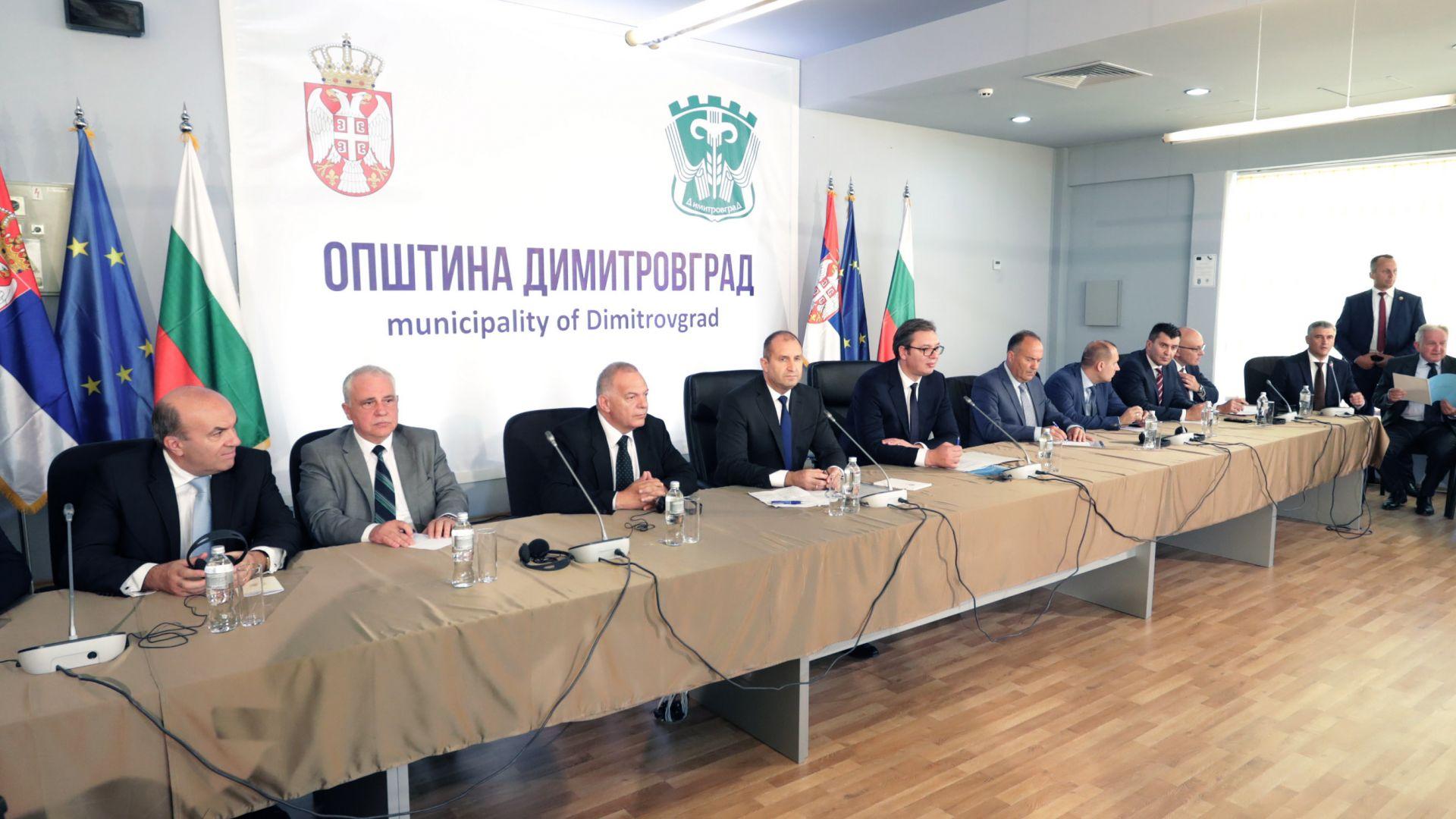 Румен Радев и  Александър Вучич се срещнаха с представители на българското национално малцинство в Димитровгра