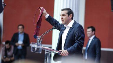 Ципрас сложи вратовръзката на Заев, но закратко