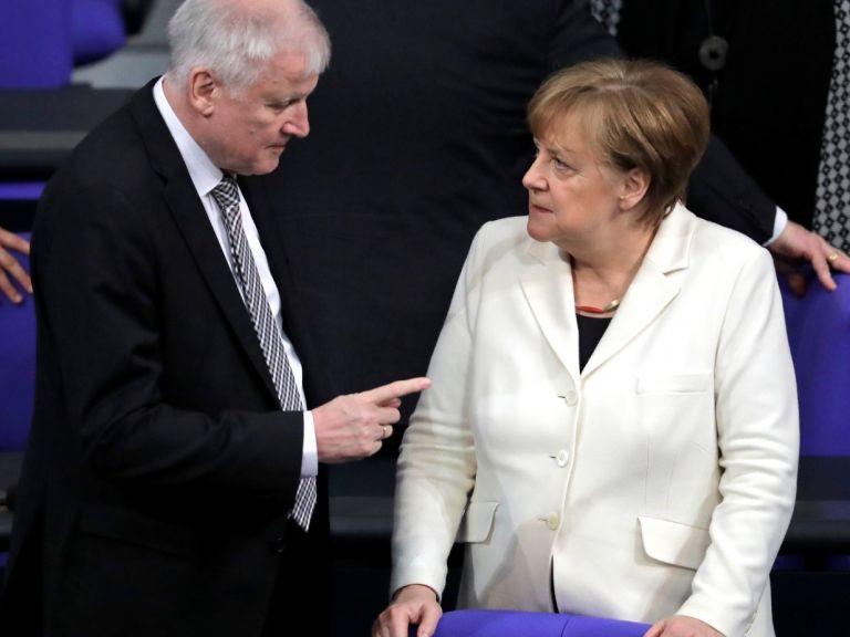 Германският вътрешен министър: Няма да отстъпя пред Меркел за мигрантите