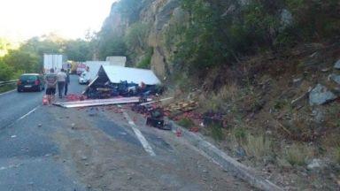 Камион катастрофира и разпиля домати в Кресненското дефиле
