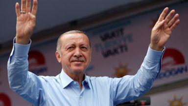 Ердоган очаква съкрушителна победа на изборите, конкурентът му събра 5 млн. души на митинг