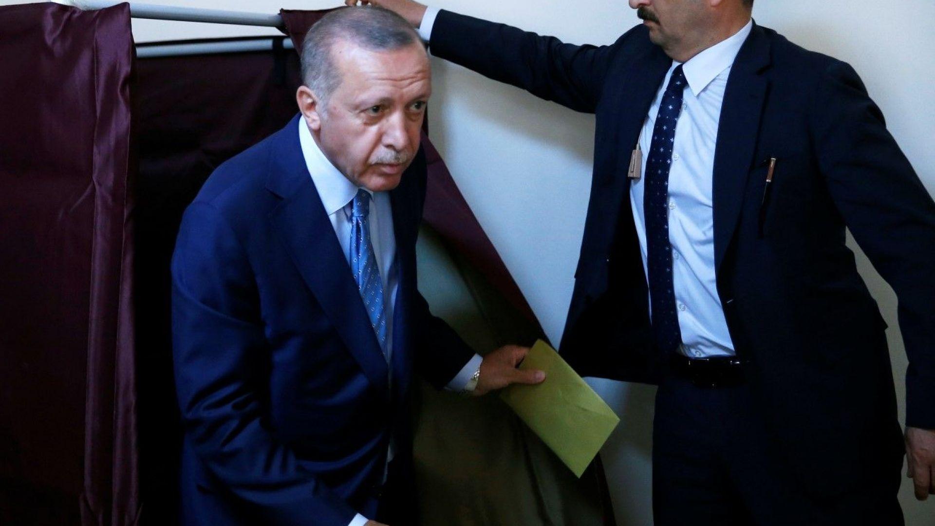 Ердоган гласува: Турция преживява демократична революция (снимки)
