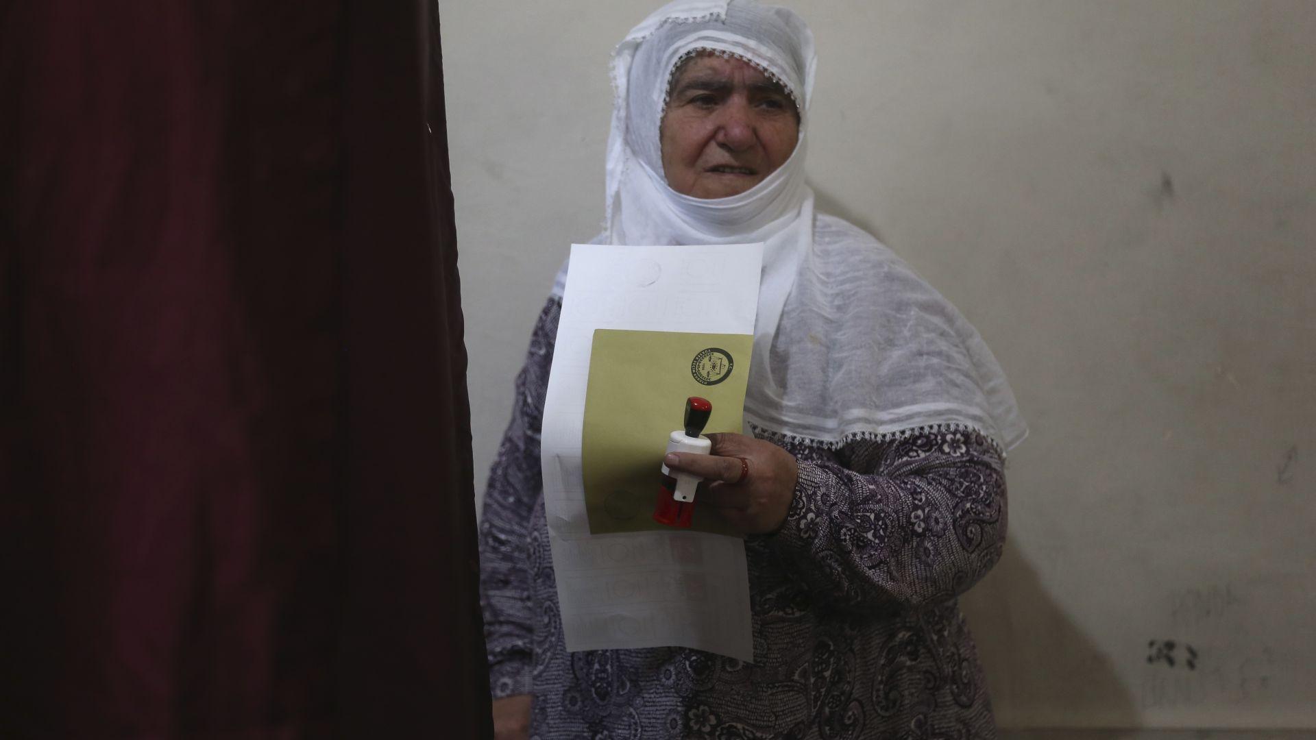 Изборите в Турция приключиха, опозицията алармира за нарушения