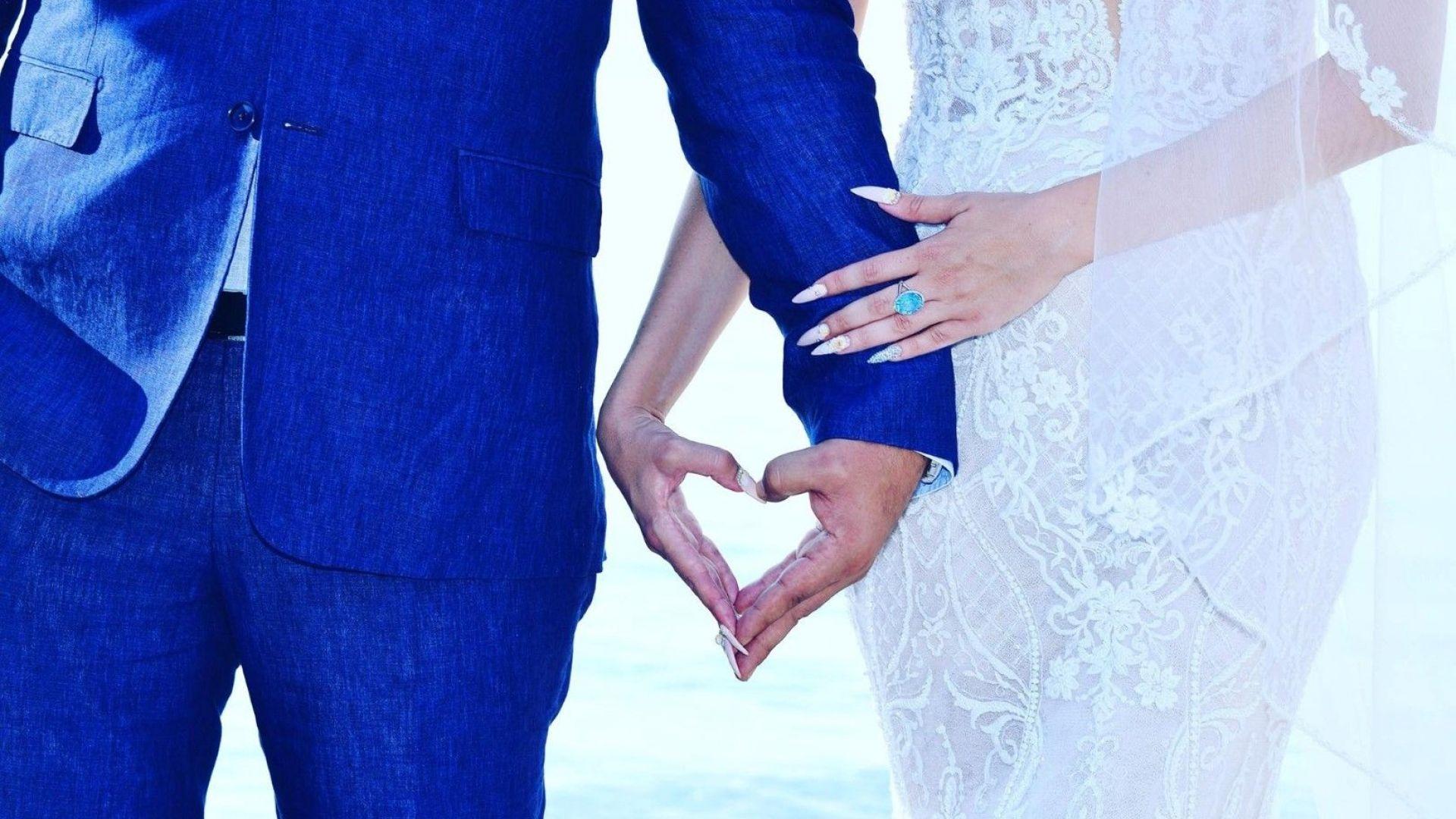 """Антония Петрова публикува снимки от своята """"луда гръцка сватба"""""""