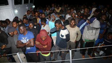 Либийската брегова охрана не допусна 1000 мигранти да стигнат Европа