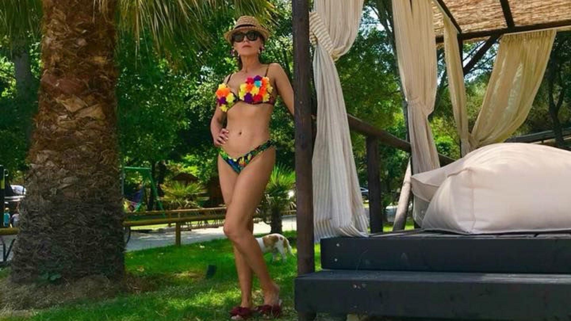 Илиана Раева (55) показа шантав бански на морето
