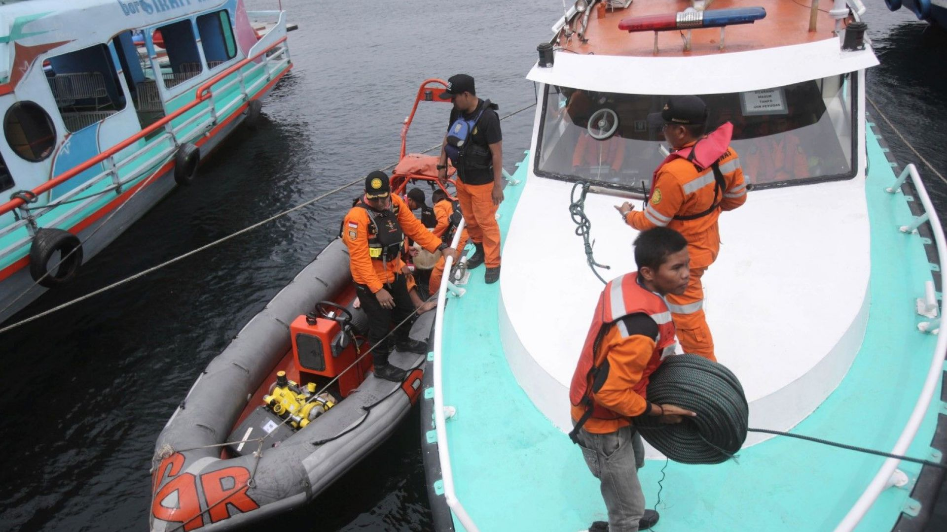 Откриха мястото на инцидента с индонезийския ферибот, при който загинаха близо 180 души