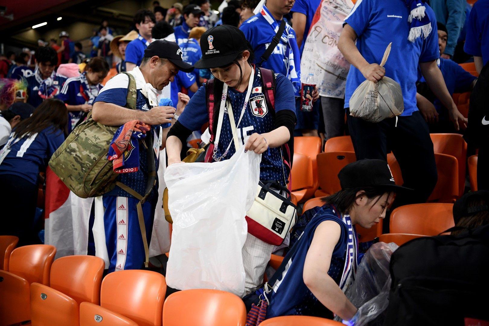 Японските фенове си почистват трибуните след мачовете в Русия. Страхотни! Пример за подражание.