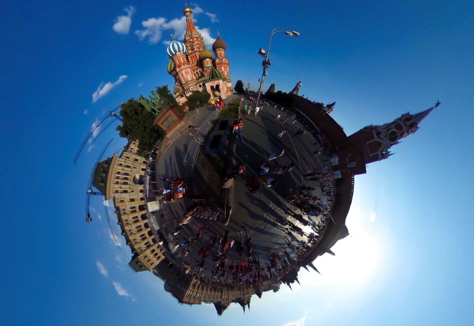 Вероятно и на вас ви е трудно да го разпознаете. И на нас не ни бе лесно... Това е Червеният площад в Москва, като снимката е произведение на изкуството!