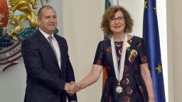 Президентът Радев награди с държавни отличия дейци на културата и изкуството