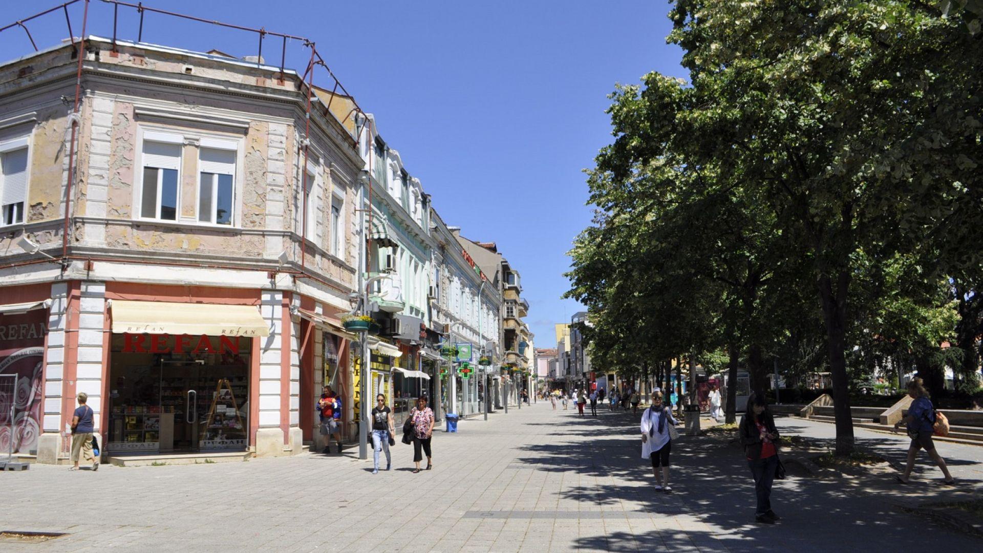 Бургас се заема с фасадите на сградите в центъра