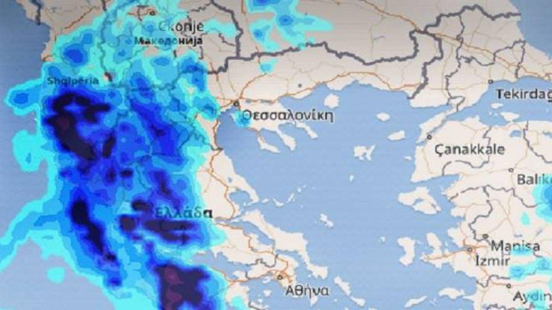 """""""Нефели"""" удари съседна Гърция, плажовете са наводнени (видео)"""