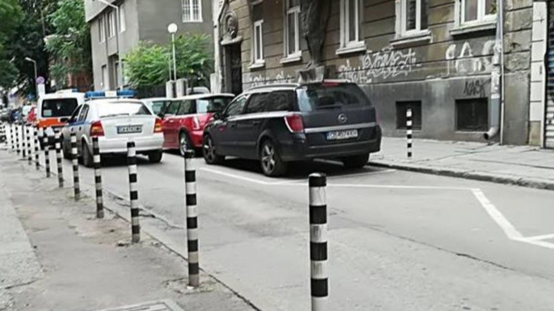 Психично болен вдигна полицията в София на крак, четирима униформени едвам го удържат
