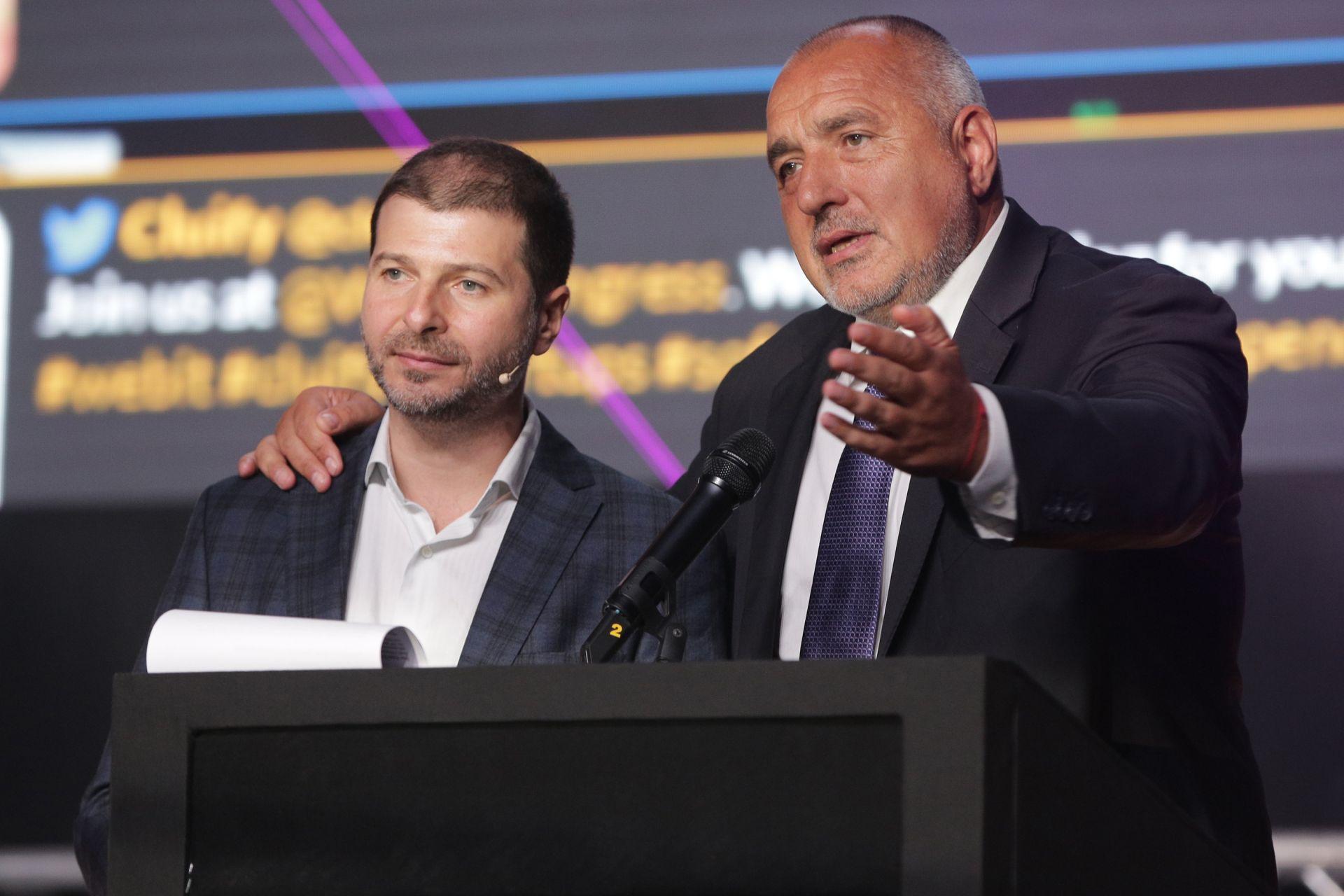 премиерът Бойко Борисов (дясно) и председателят на Webit Foudation Пламен Русев (ляво)