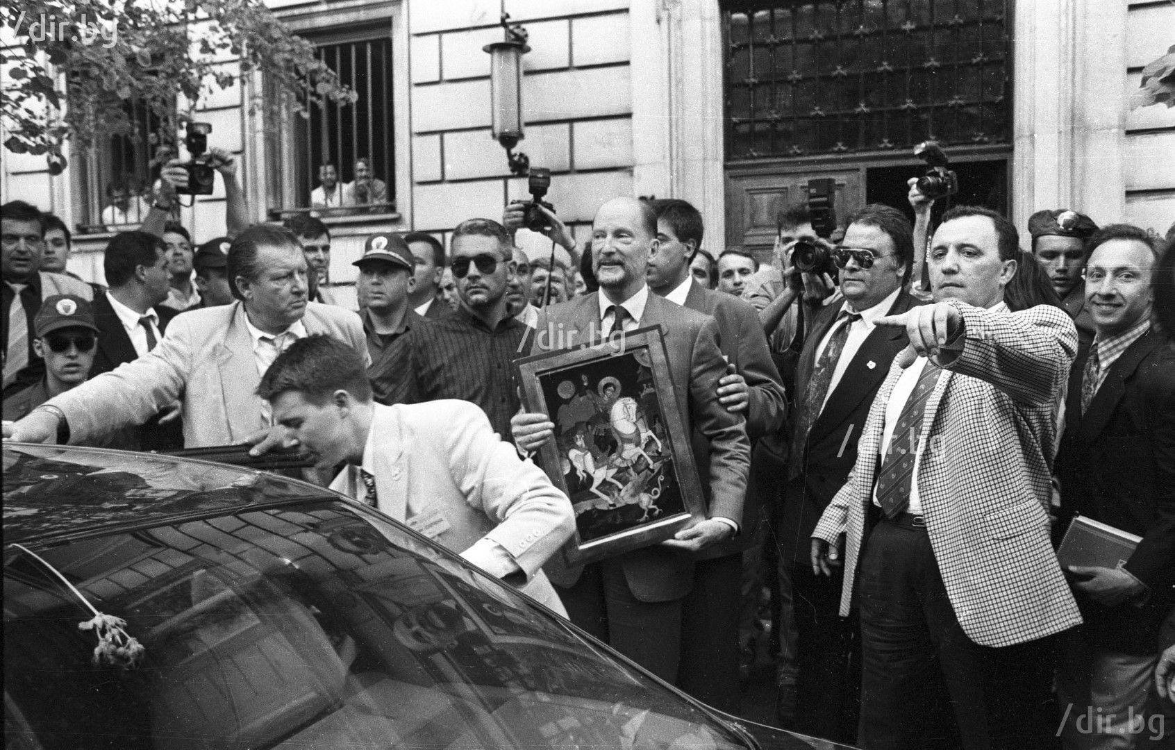 25 май 1996 г. Като шеф на охраната на Симеон Сакскобургготски (Снимка: Иван Григоров)