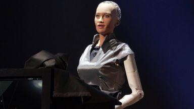 Роботът София влиза в масово производство