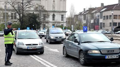 НАП и МВР разкриха укриване на значителни приходи от автошколи