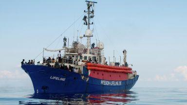 """Франция, Португалия и Италия приемат мигранти от хуманитарния кораб """"Лайфлайн"""""""