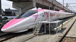 Япония представи розов високоскоростен влак