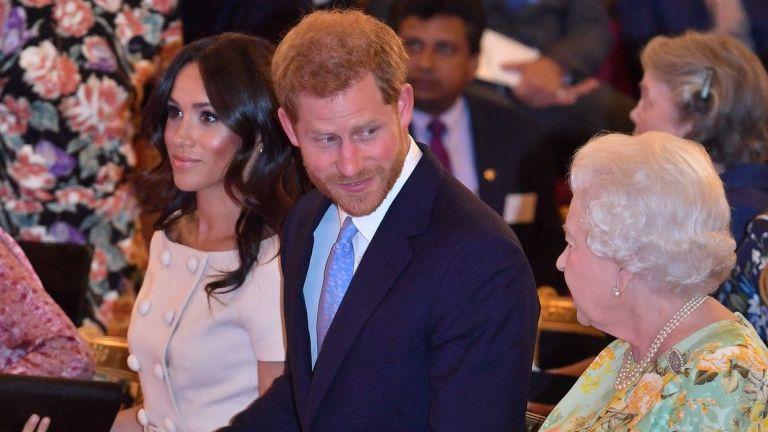 Меган елегантна до Хари на приема на кралицата в Бъкингам