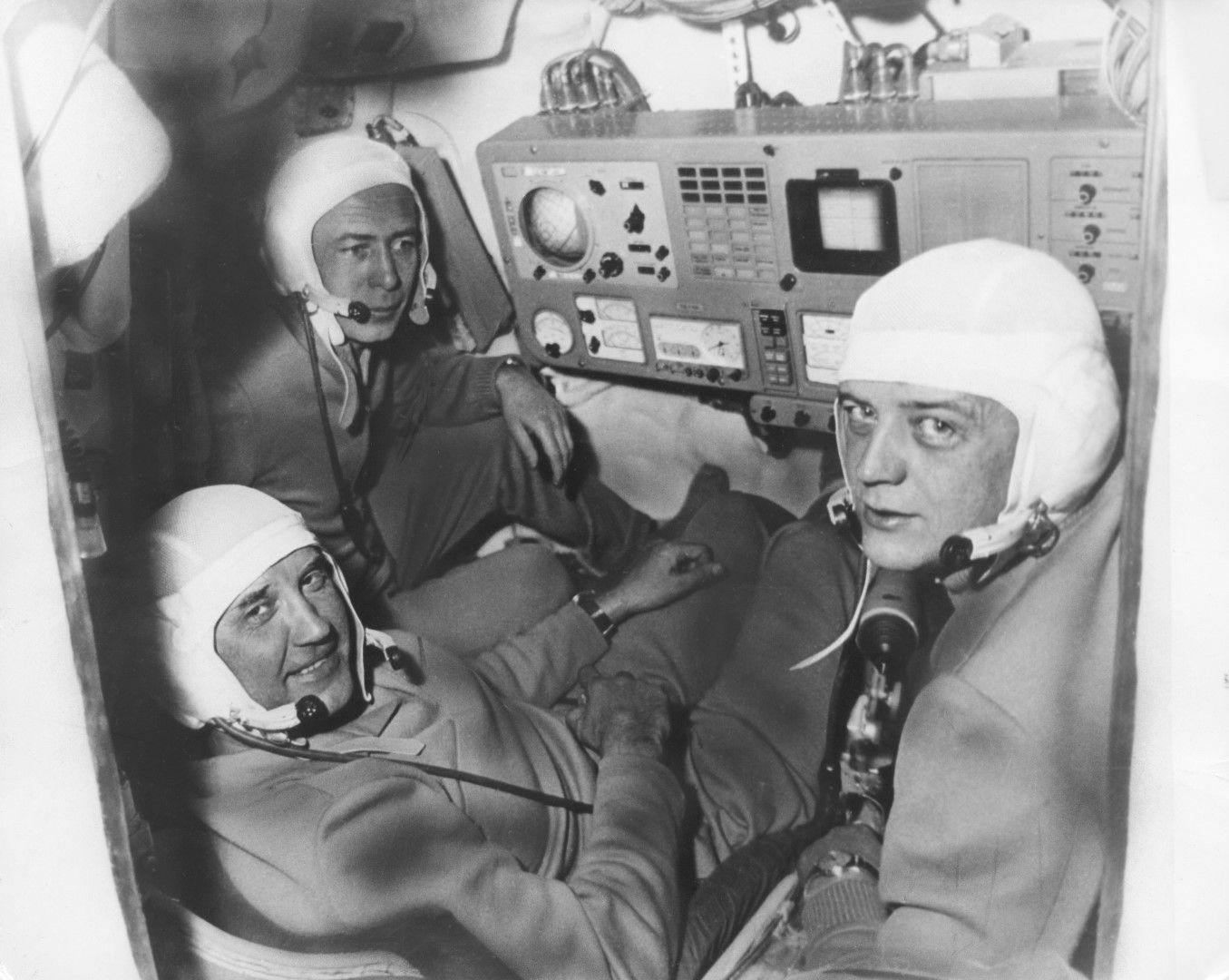 Тримата космонавти на борда преди трагедията