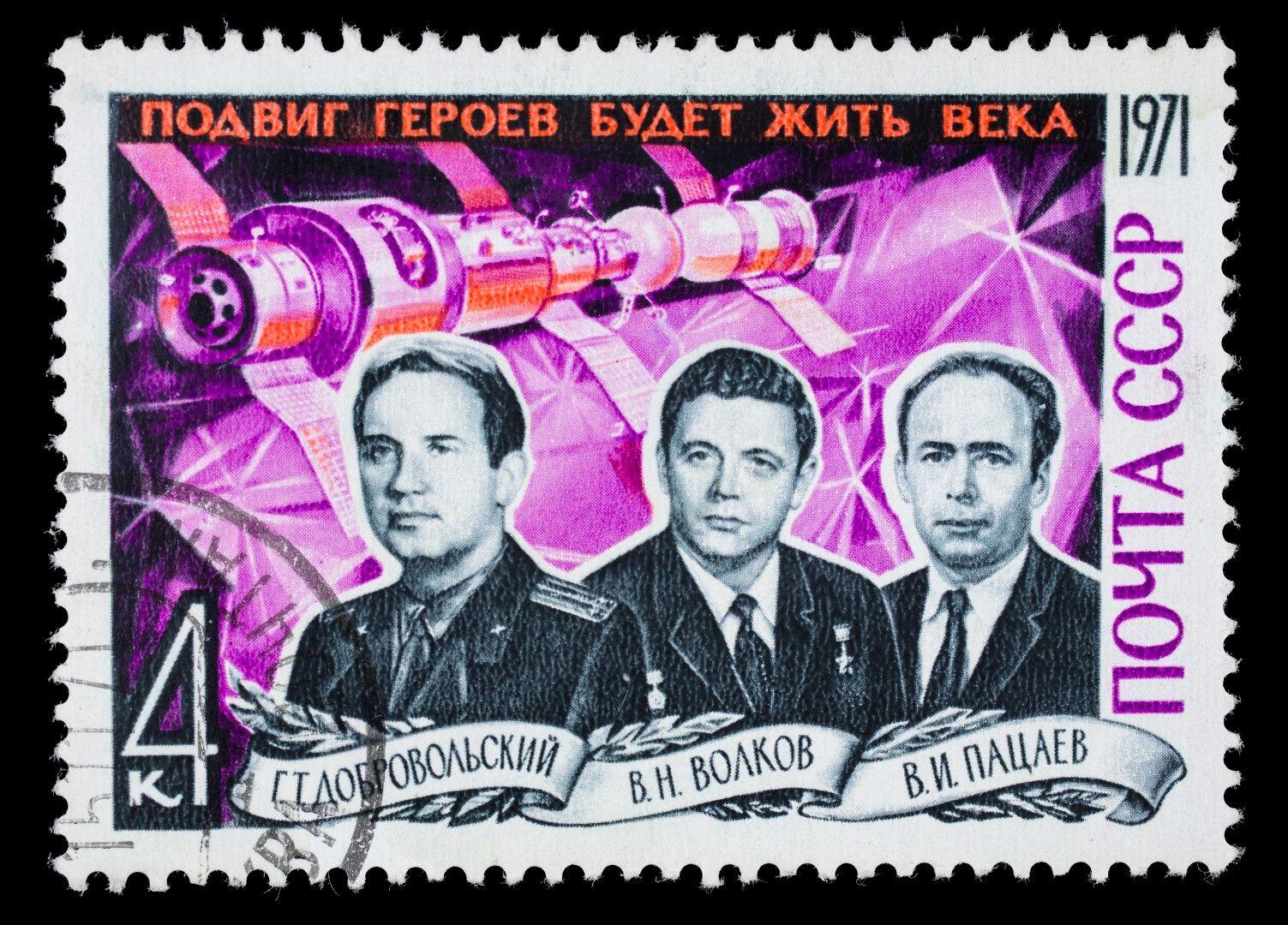 Съветска марка, посветена на загиналите космонавти