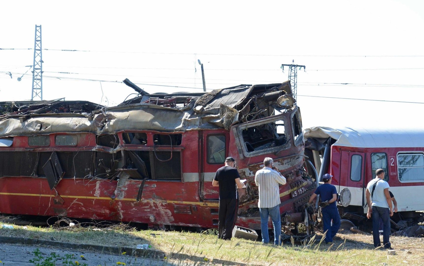 Четирима от пътниците бяха тежко ранени при катастрофата