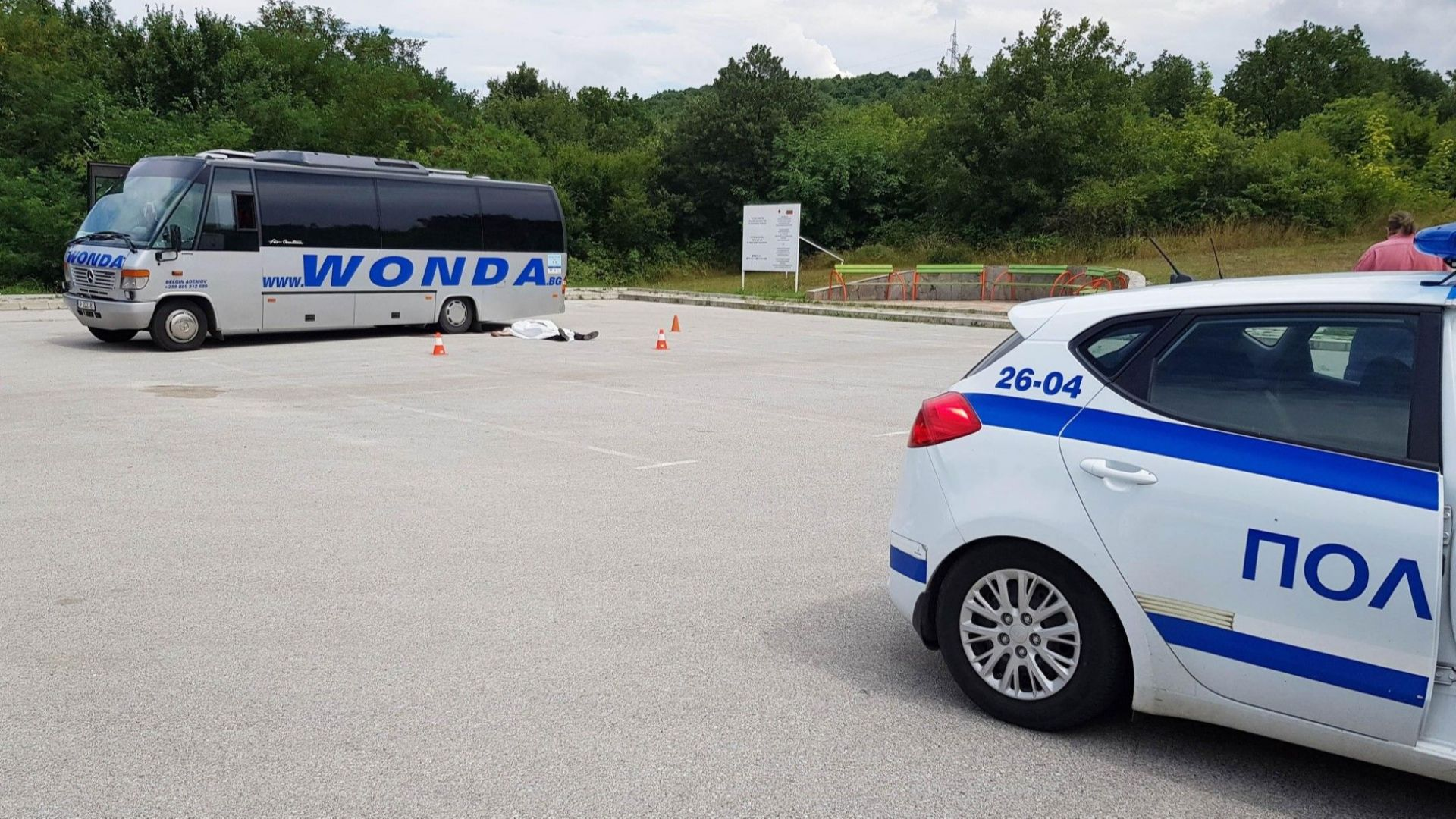 Паркиран автобус затисна и премаза шофьор пред музея в Александрово