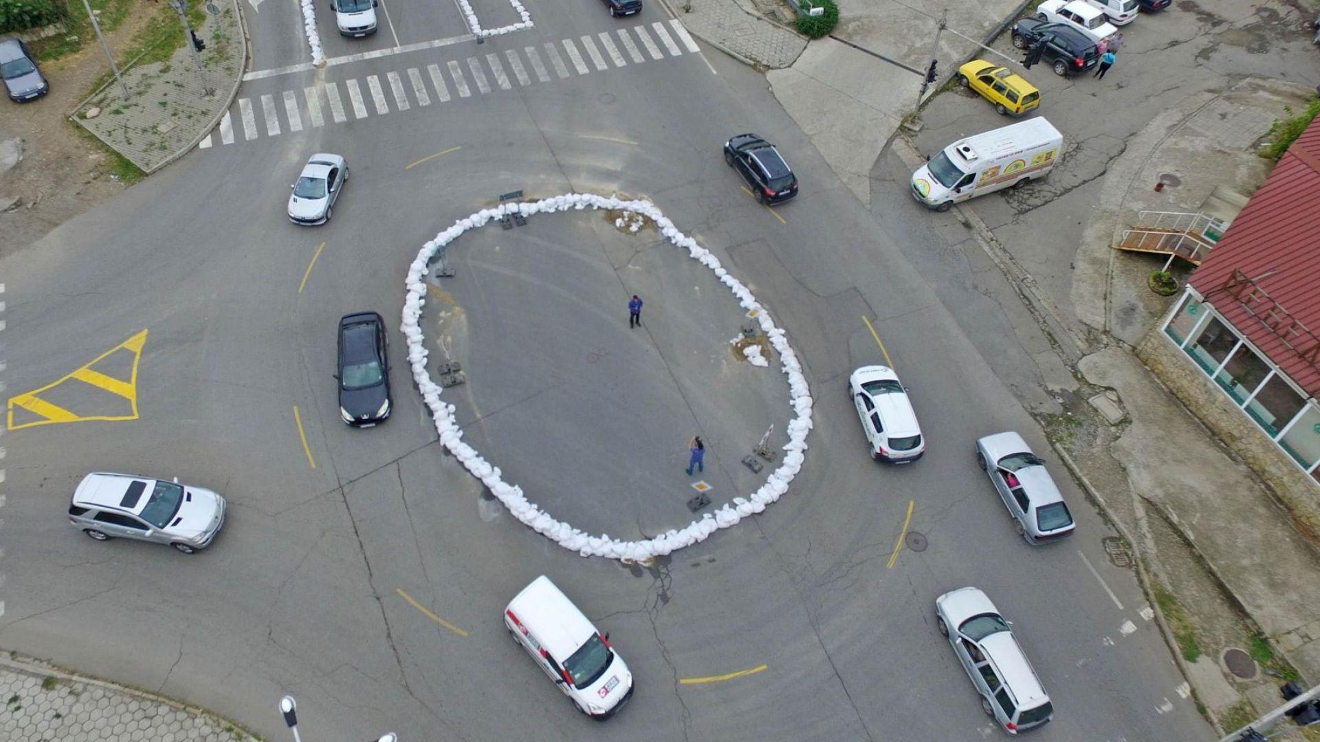 Необичайно кръгово кръстовище се появи в Стара Загора