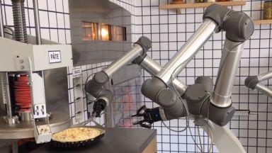 Робот прави пици във Франция