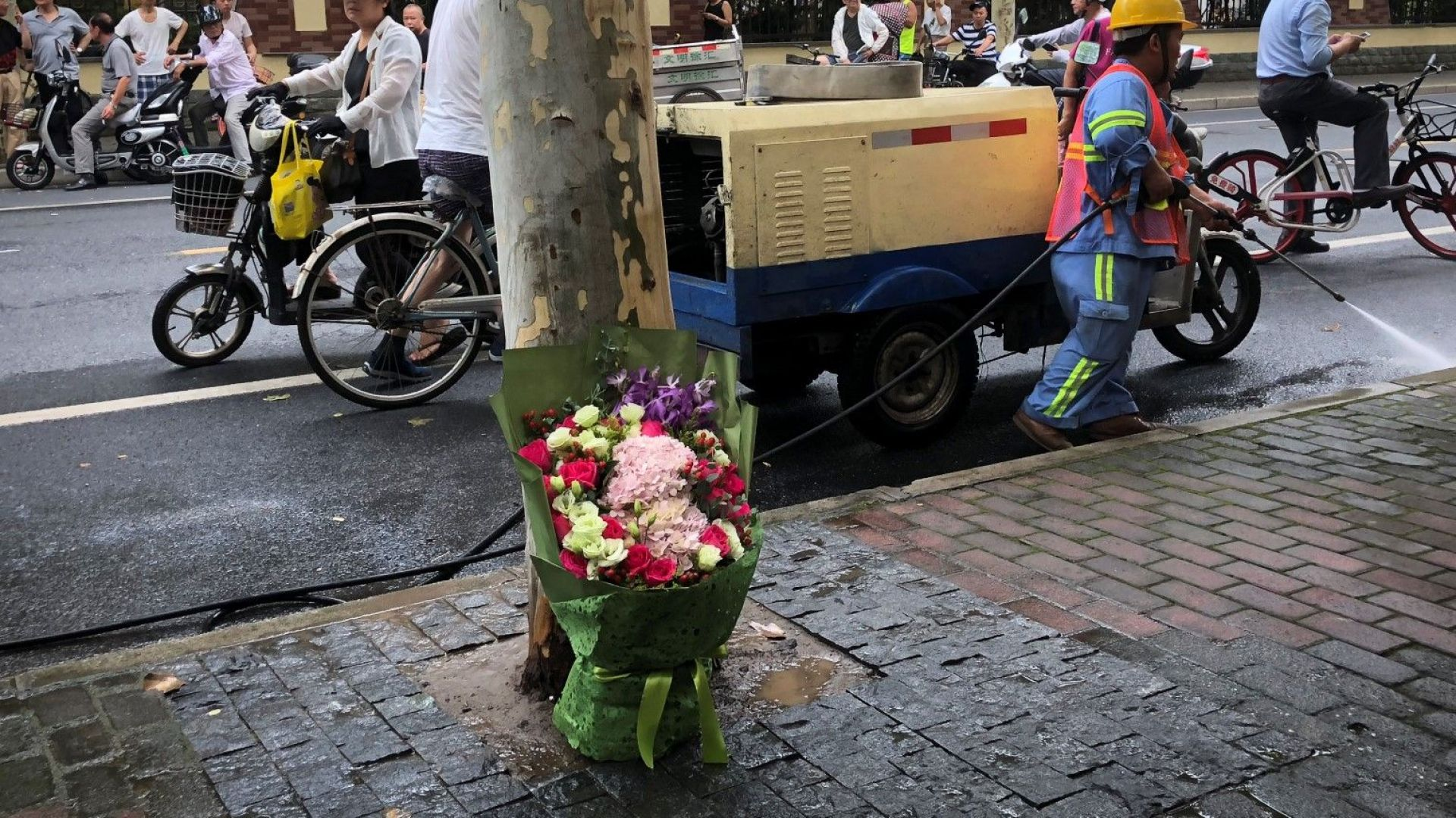 Безработен уби с нож две деца в Шанхай, за да отмъсти на обществото