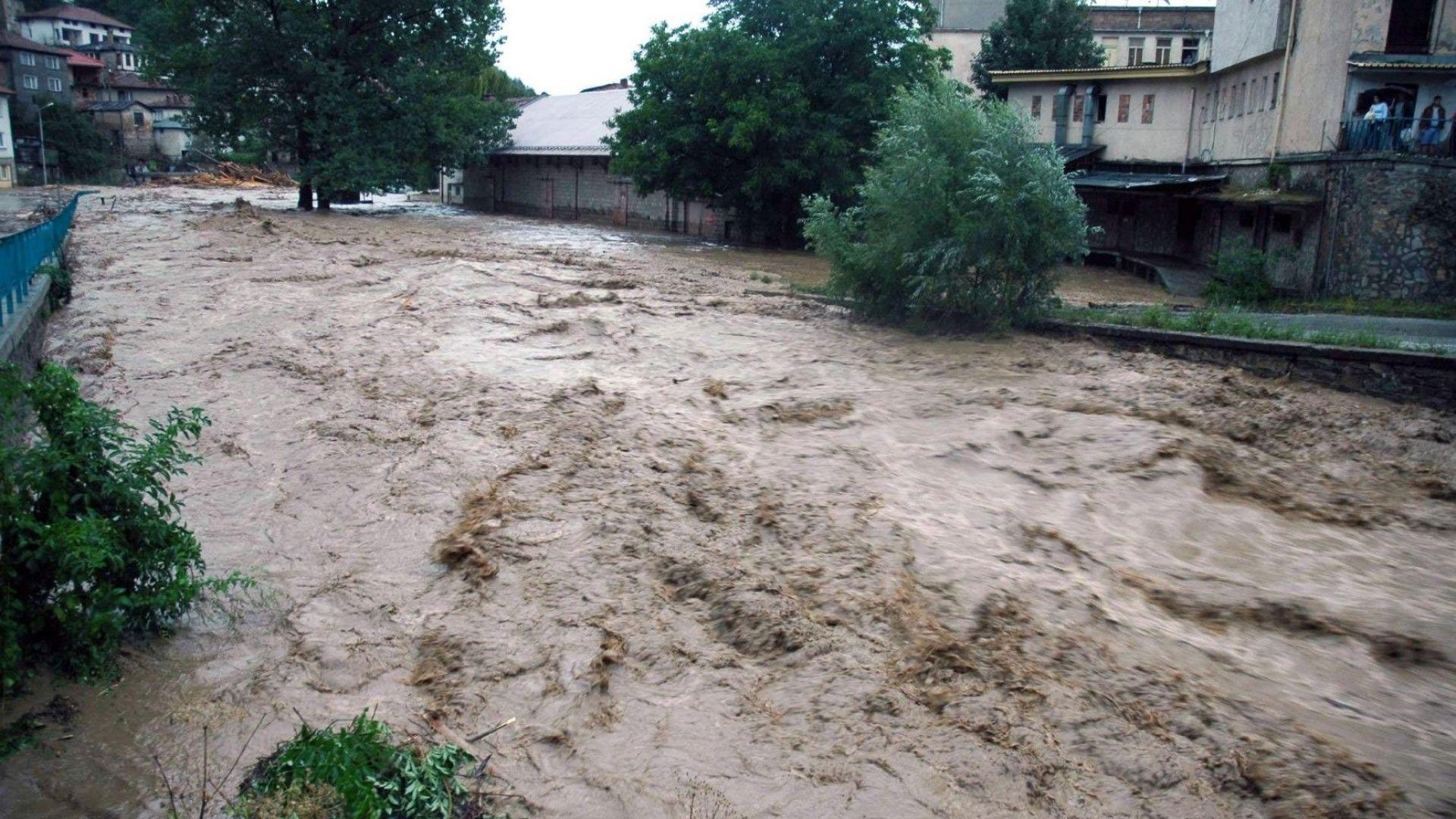 Бедствено положение в Смолян и Чепеларе, река Черна преля (снимки)