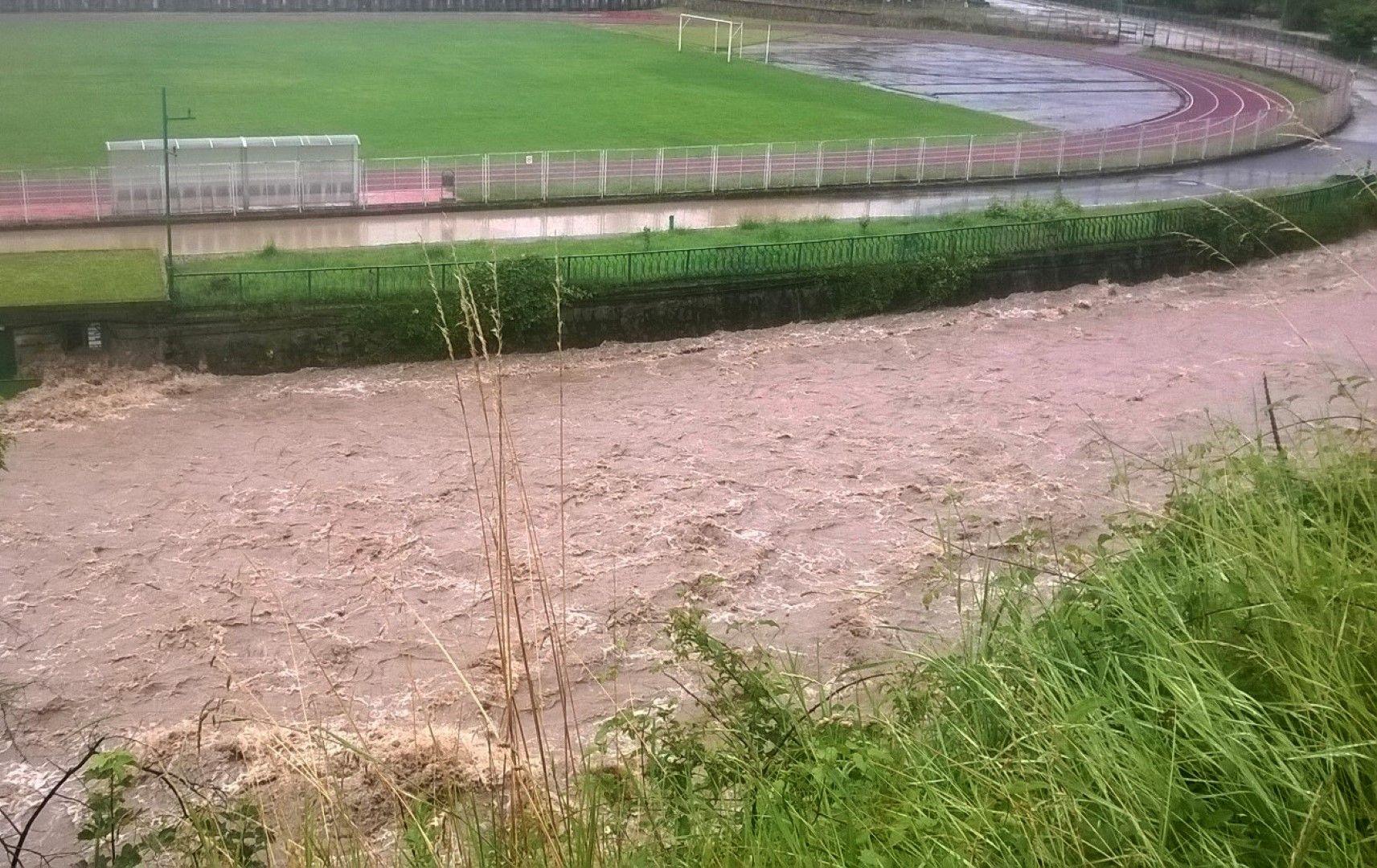 Река Черна е преляла на няколко места