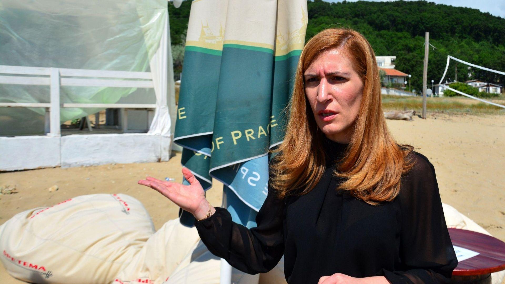 Ангелкова се натъкна на незаконно заведение на плажа в Шкорпиловци