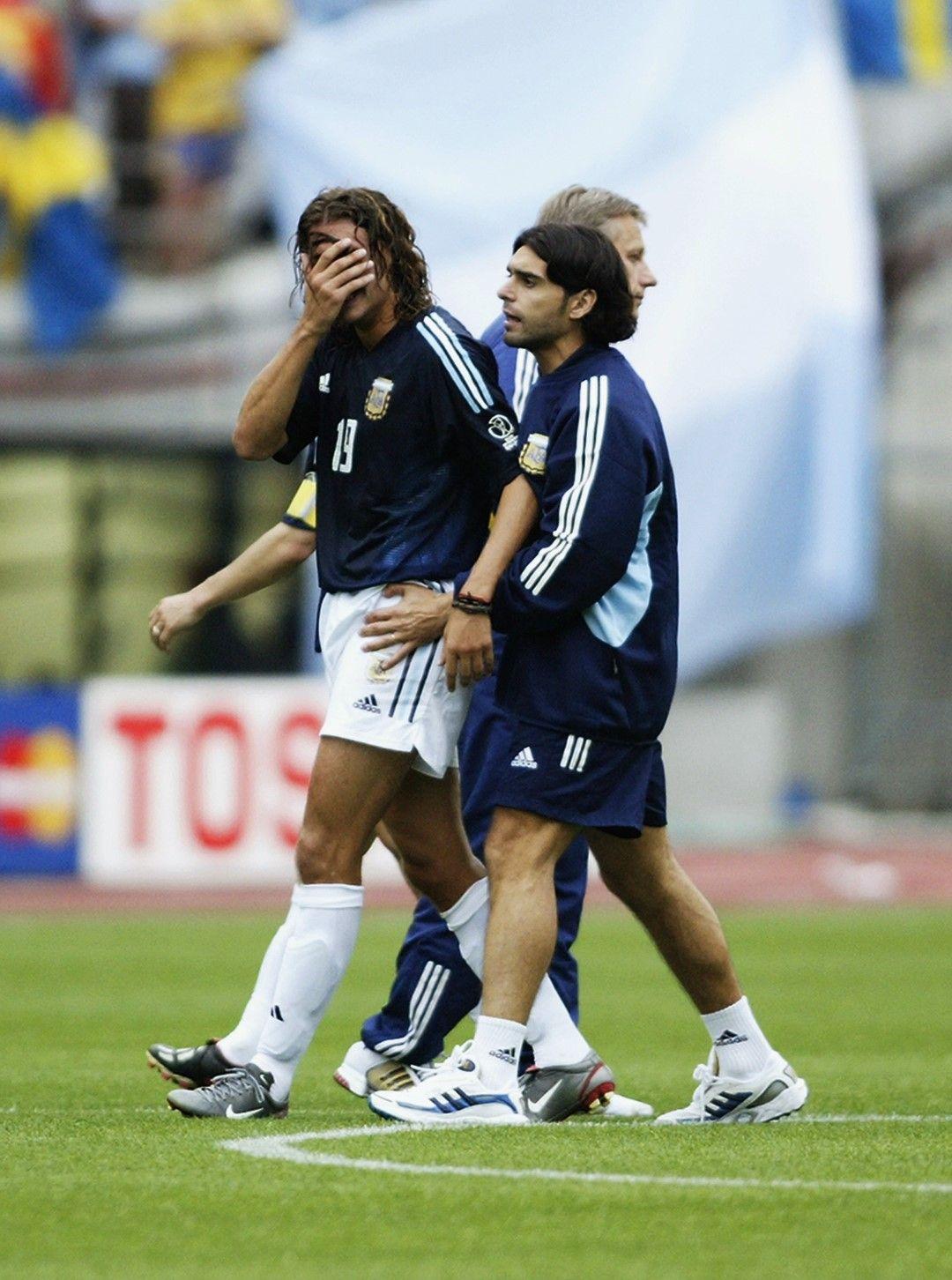 Сълзите на Креспо са лесно обясними - този отбор на Аржентина тръгна за титла, а отпадна в групата.