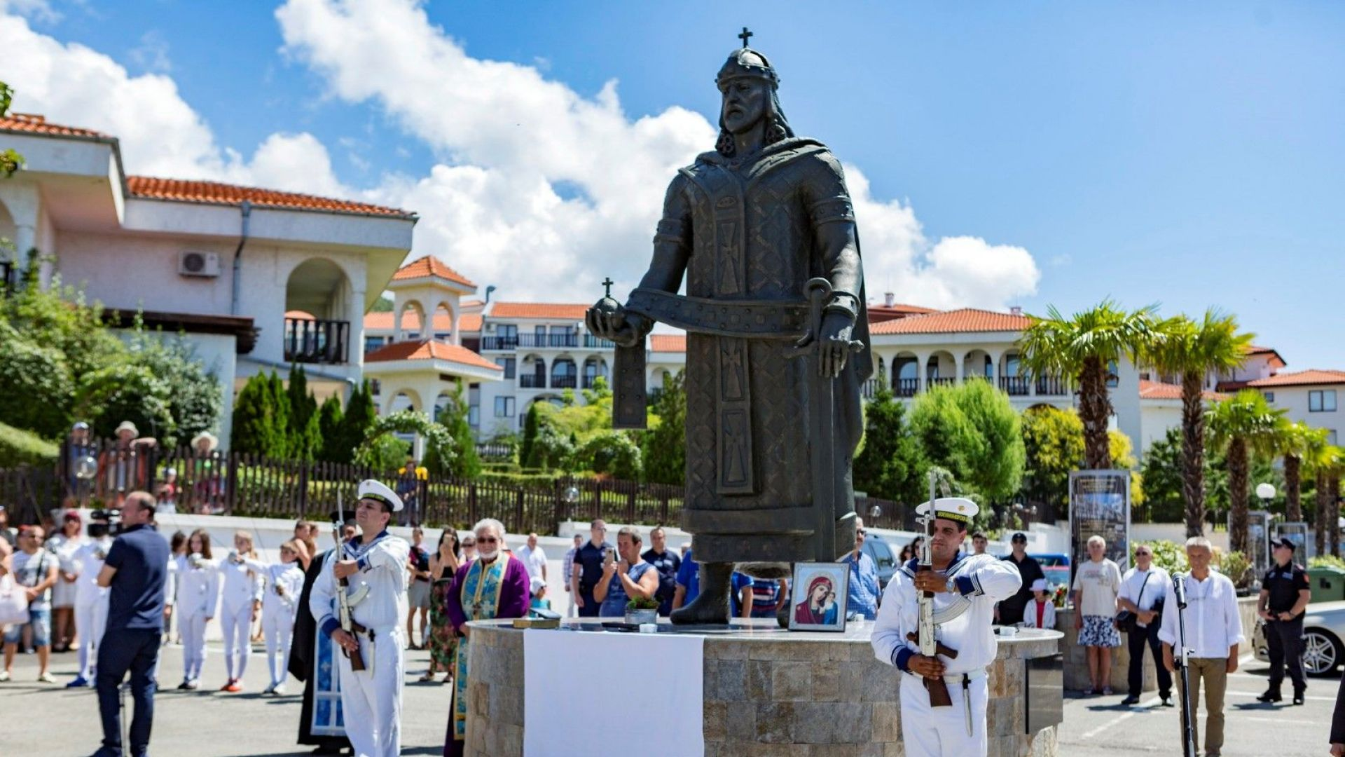 Красимир Каракачанов откри паметник на кан Тервел