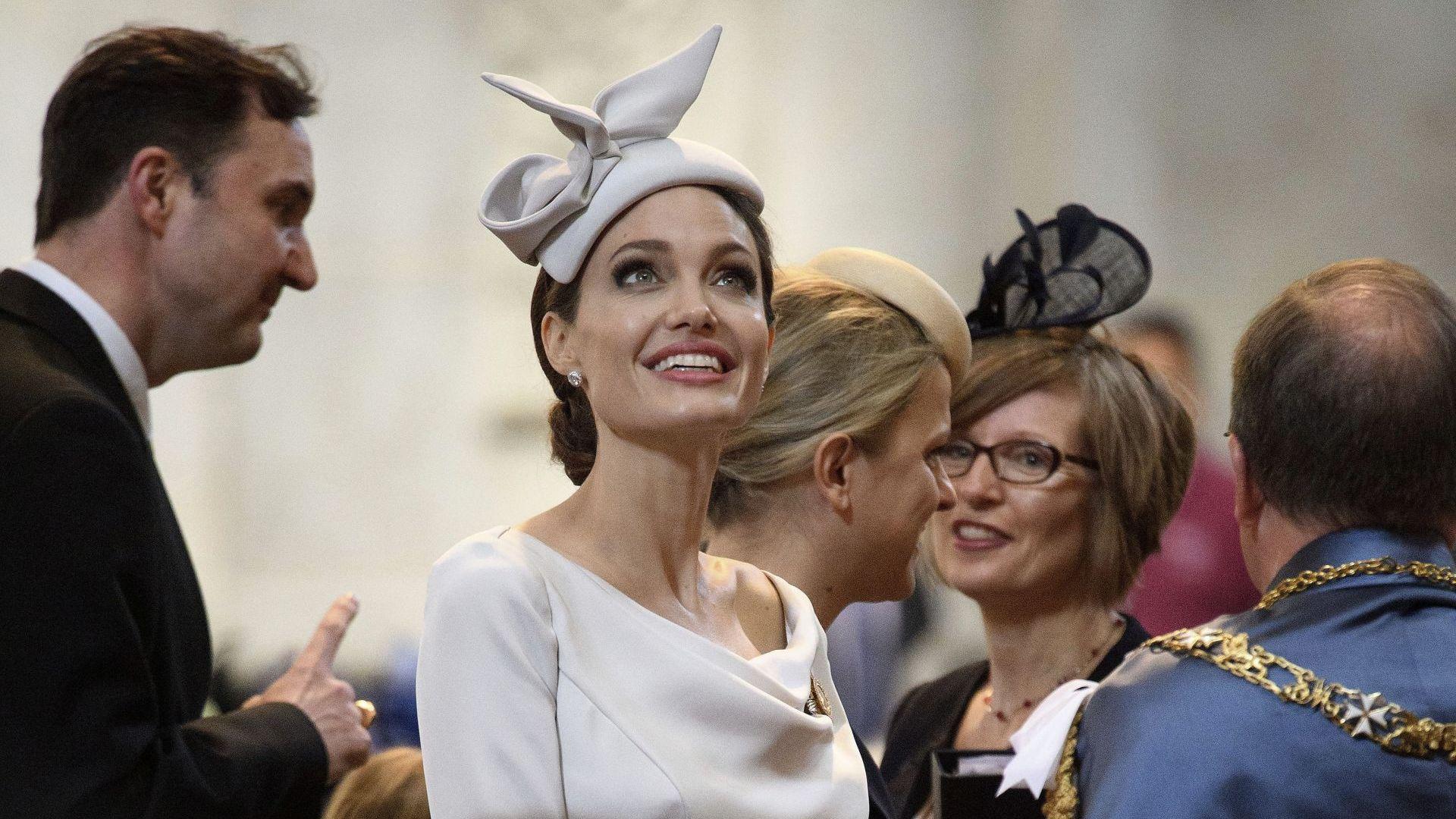 Анджелина Джоли — една почетна дама в Лондон (снимки)
