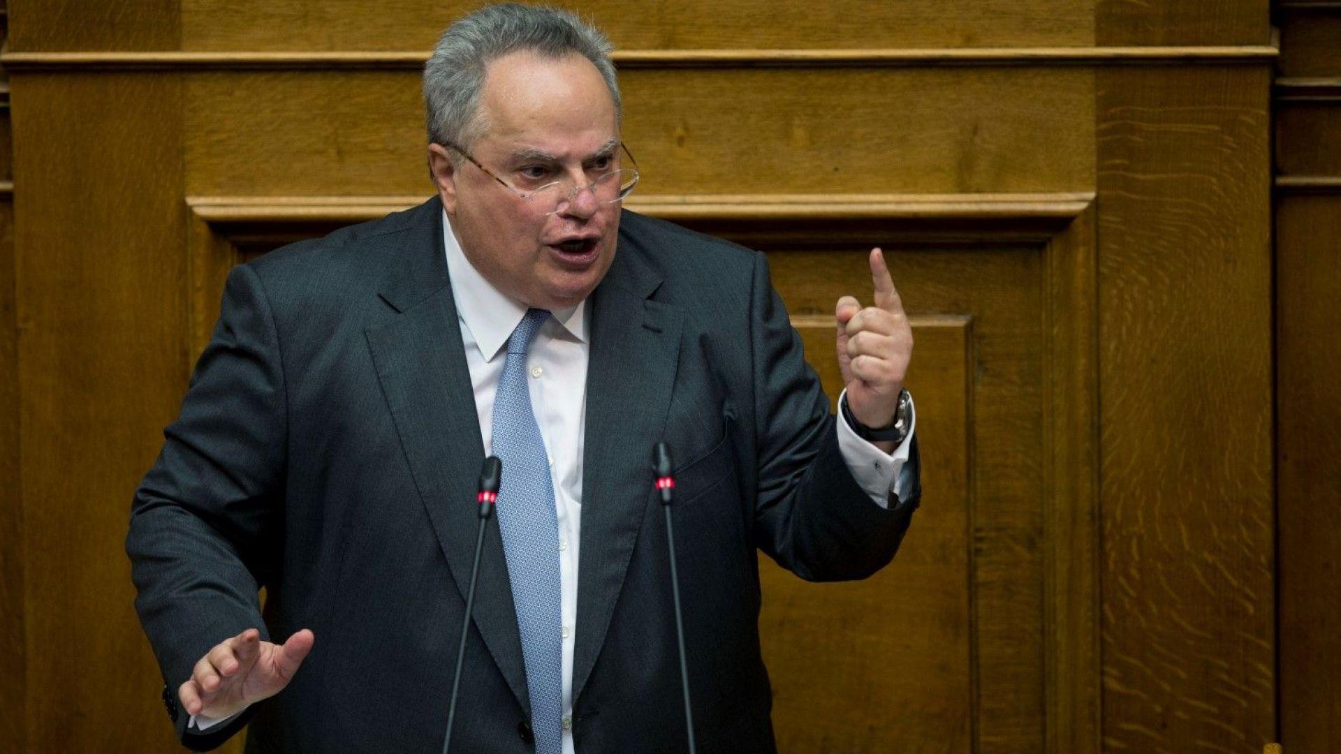 Смъртни заплахи за гръцкия външен министър заради споразумението със Скопие