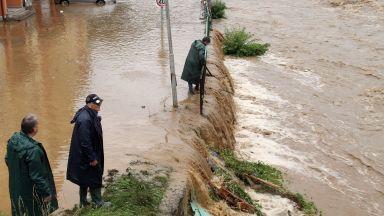106 отводнителни операции в страната, бедственото положение в Смолян и Чепеларе остава