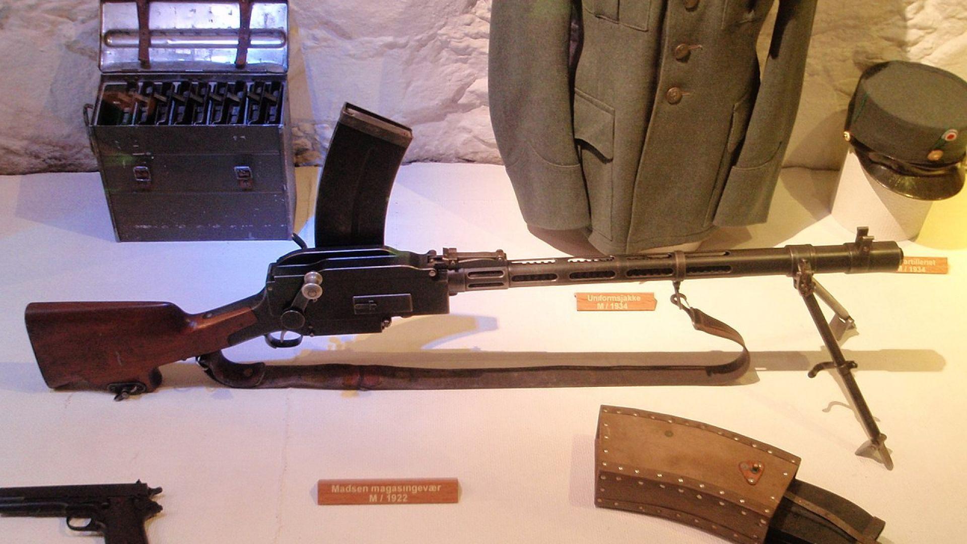 Първата самозарядна пушка и лека картечница в света (снимки)