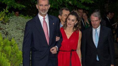 Кралица Летисия невероятна в червено (галерия)