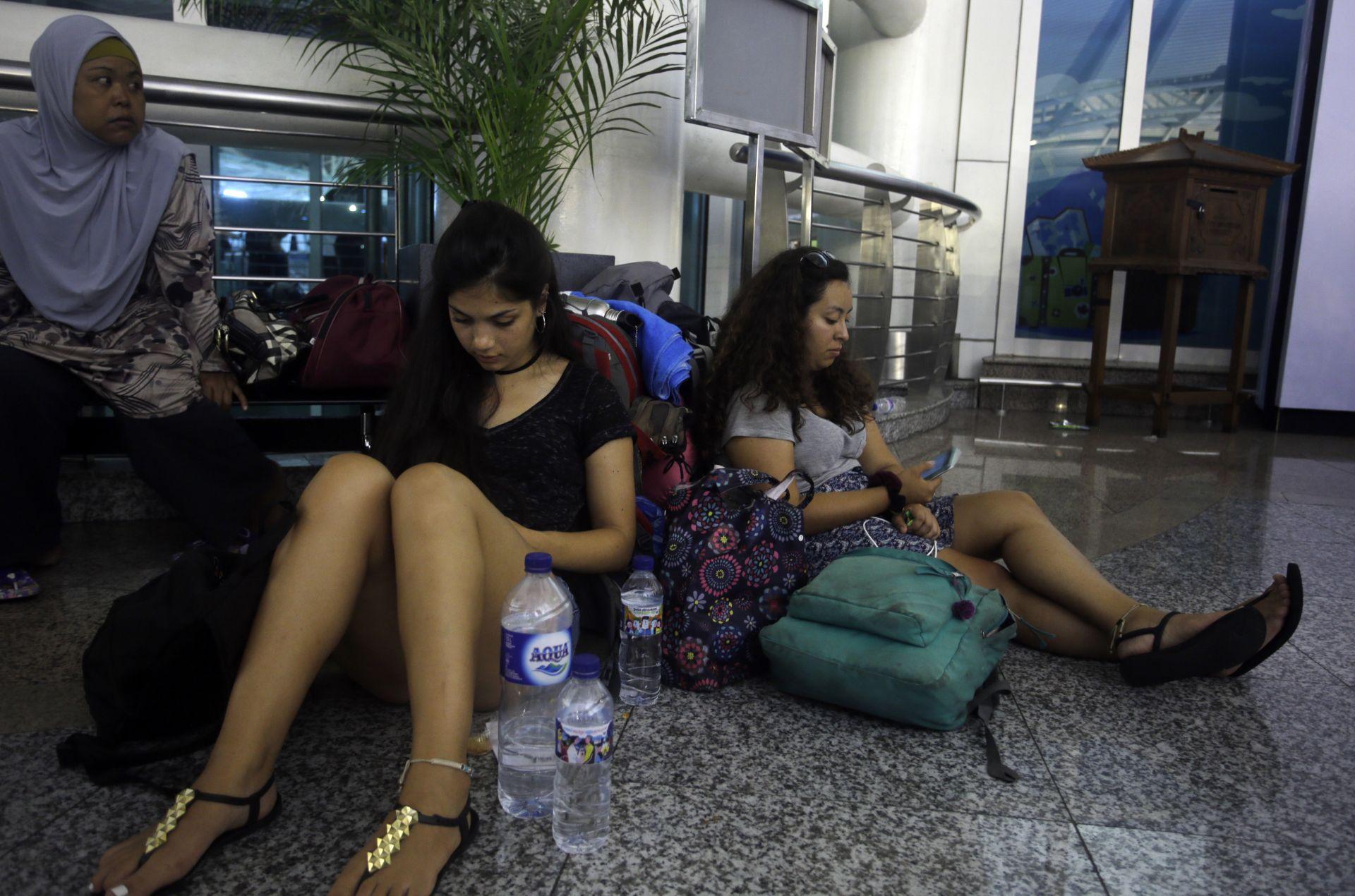 Блокирани пътници на международното летище в Бали