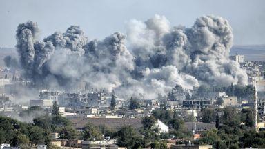 """Путин и Макрон обсъдиха """"сериозно влошената ситуация"""" в Сирия"""
