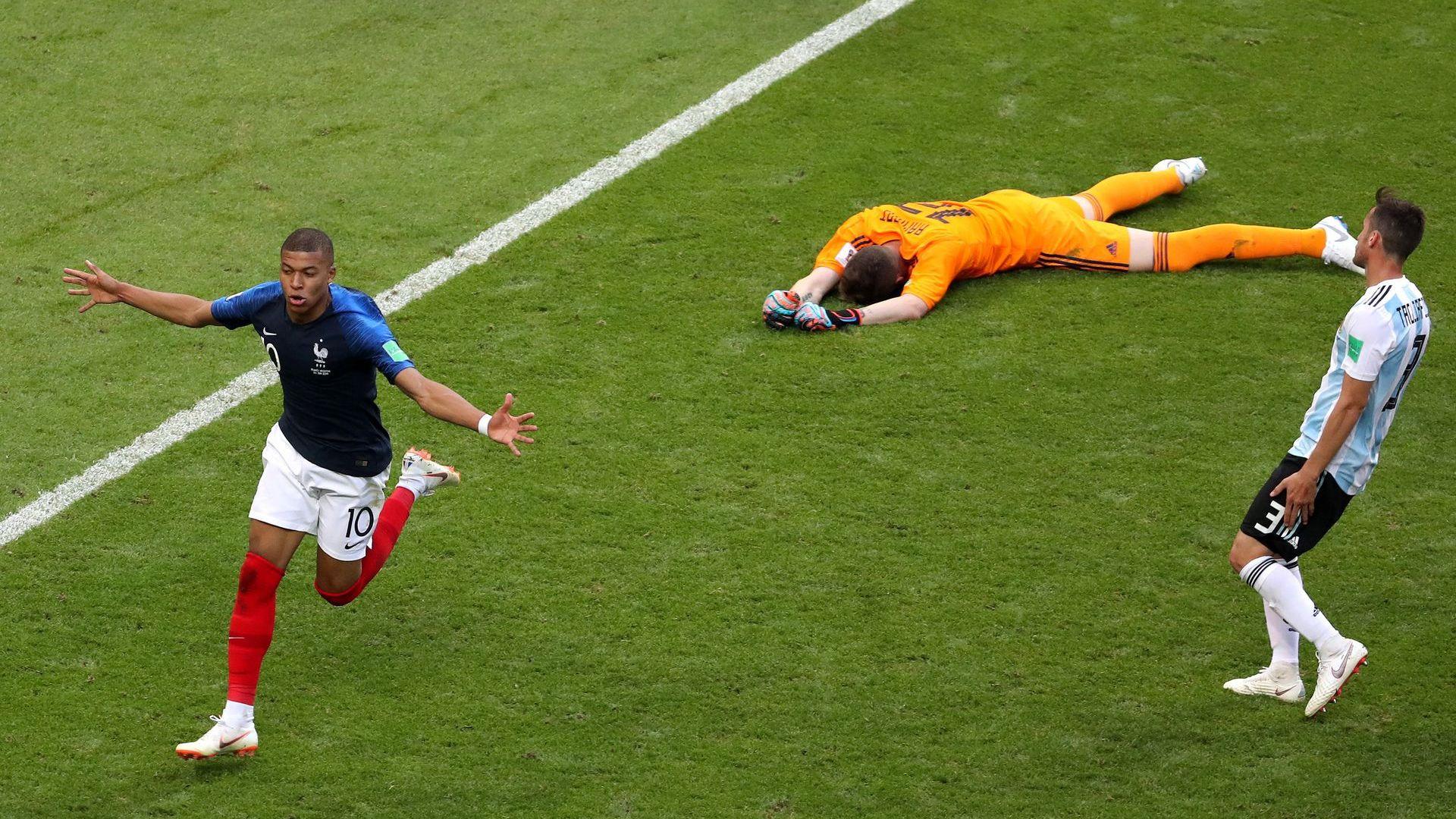 Франция лудее: Титлата е близо, Мбапе е новият Роналдо!