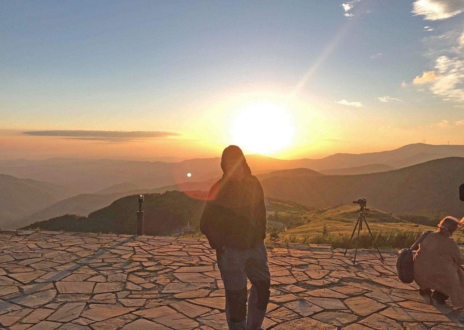 Според организаторите няма по-високо и свободно място в България от връх Шипка