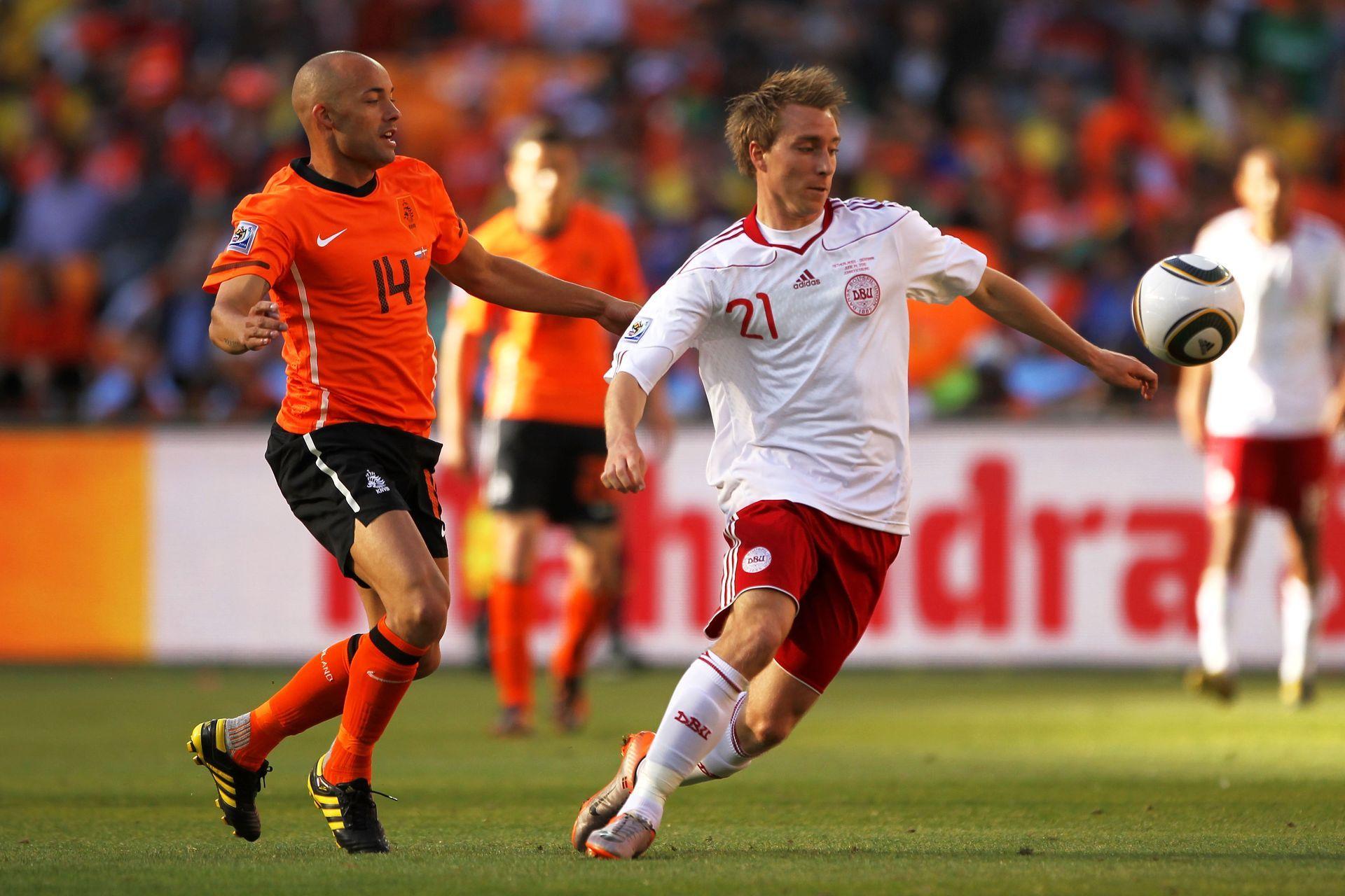 2010 г. Кристиан Ериксен в едно от двете си появявания като резерва срещу Холандия