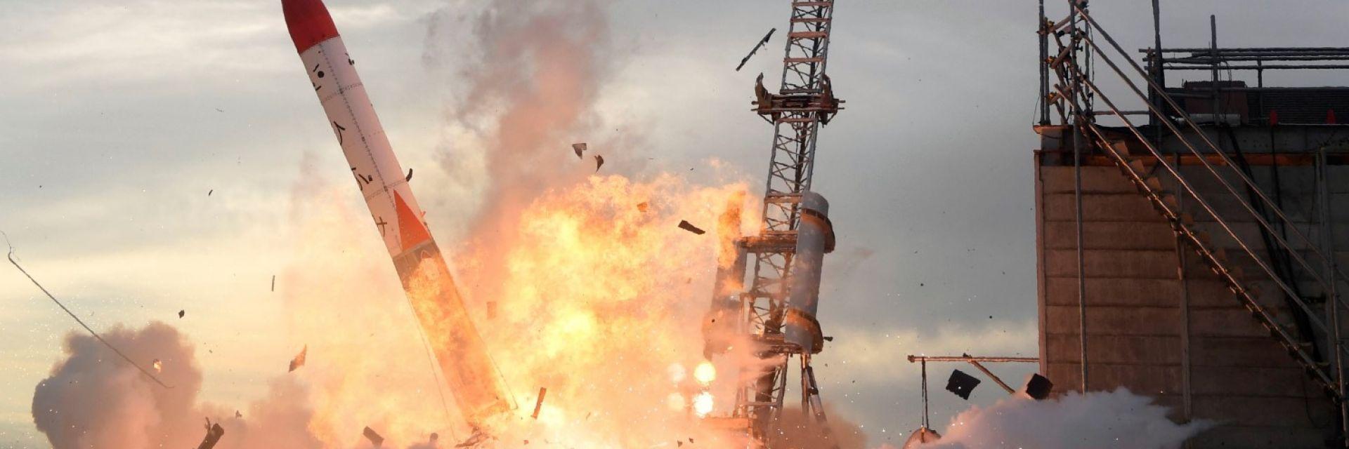 Ракета се взриви при изстрелване на японски космодрум (видео)