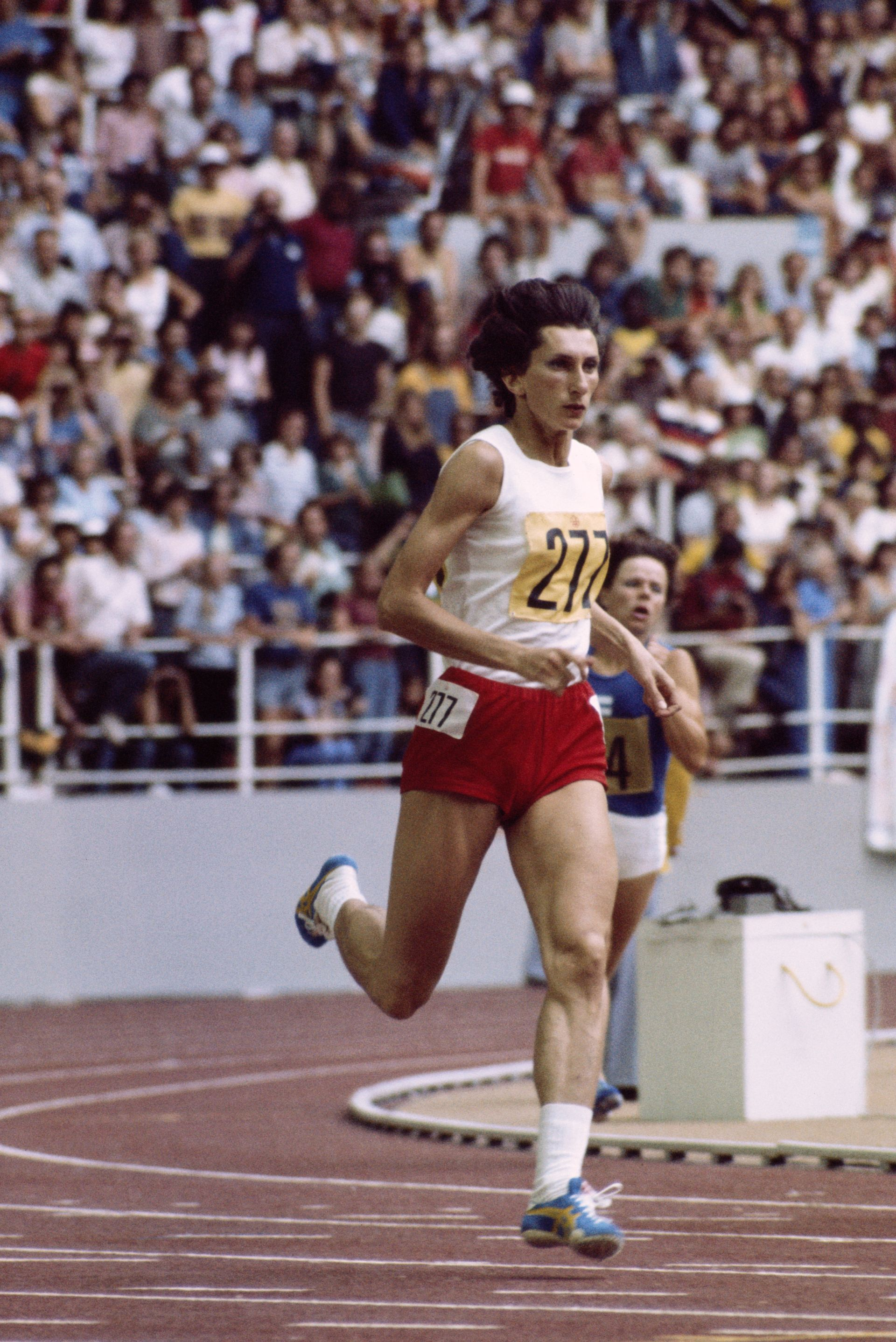 Шампионка на 400 м на игрите в Монреал 1976