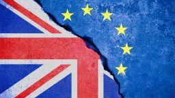 Британски министър скъса доклад относно евентуално митническо споразумение с ЕС